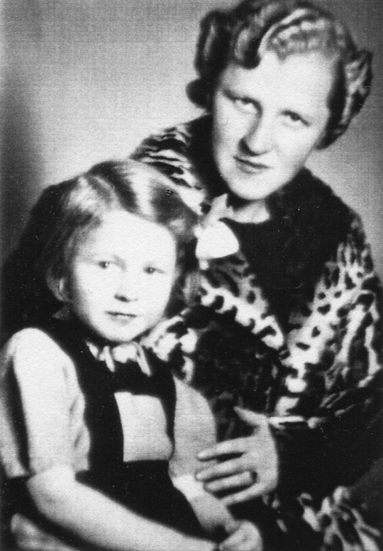 Dorothea Frank, geb. Schlauch v. Lingen, Ehefrau v. Rudolf Frank (1904-1945) m. Tochter Ingeborg Frank