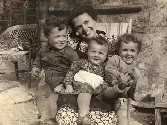 Rosa Frank Ehefrau v. Norbert Frank (*1907) mit Norbert, Rosi u. Lore